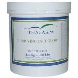 Thalaspa Солевой Пилинг для тела Шелковистый PURIFYING SALT GLOW содержит морскую соль, которая отшелушивает отмершие клетки, эфирное масло лимона, активизирующее кровообращение, масло жожоба
